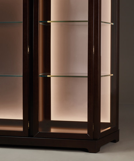 Nefertiti cabinet by Promemoria | Display cabinets