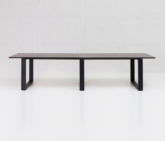 Linear by Schiavello International Pty Ltd | Restaurant tables