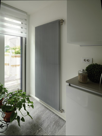 Hegoline 13 Verticale by Deltacalor | Radiators