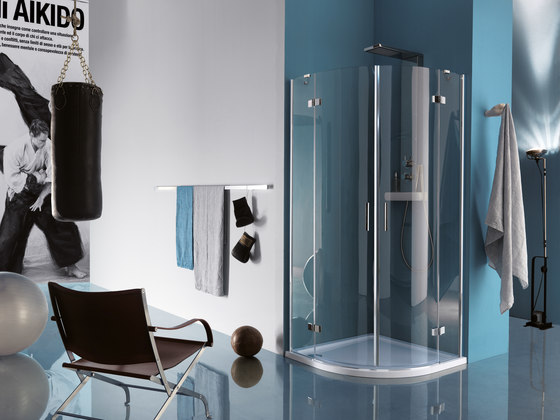 Tilux Quadrant with two pivot doors and fixed element by Inda | Shower screens