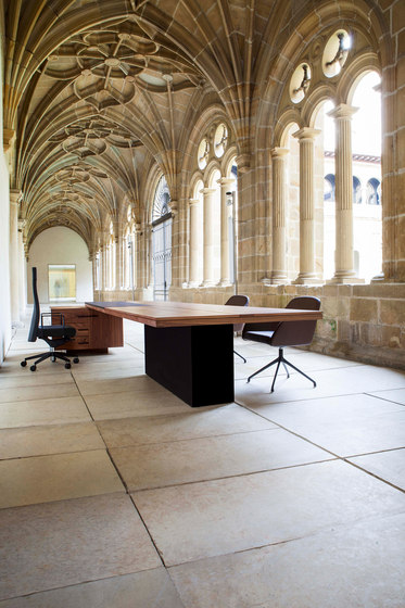 Bat Executive by AKABA | Executive desks