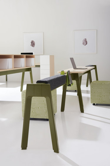 Expansion Cityline by Teknion | Standing tables
