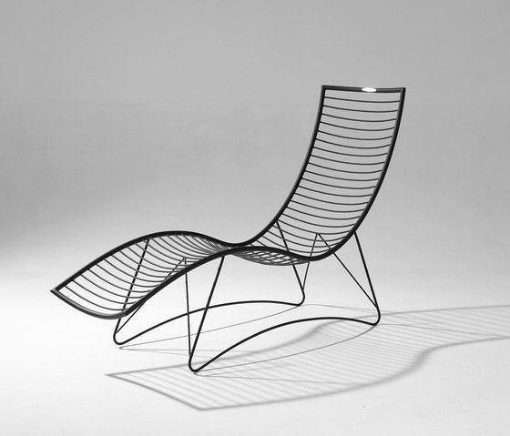 Wave Lounger / Daybed on base Stand de Studio Stirling | Tumbonas