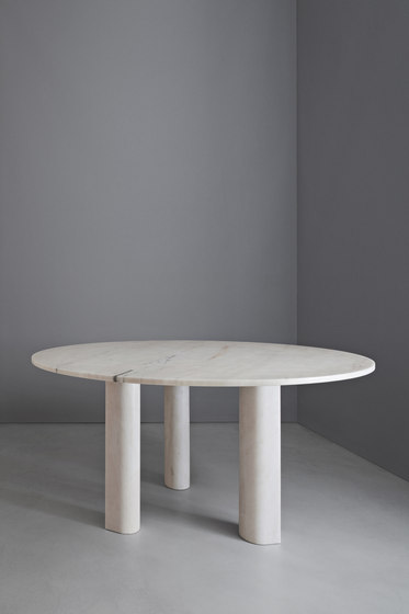 'Love  me, Love me not' dining table: round di Salvatori | Tavoli pranzo