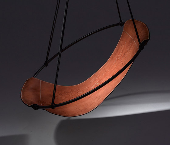 Sling Chair geometrics embossed de Studio Stirling | Fauteuils