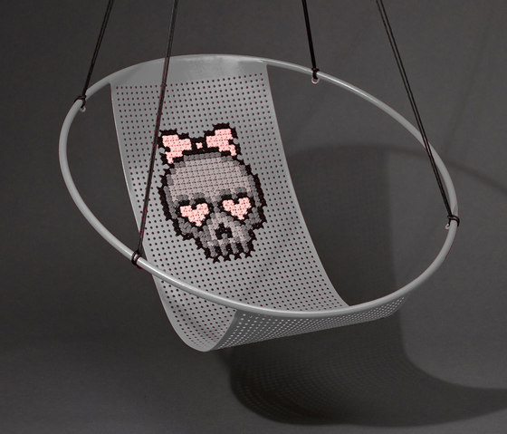 Cross Stitch embroidery hanging swing chair de Studio Stirling | Fauteuils