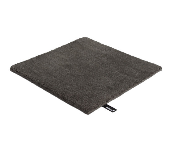 Amber dark slate von Miinu | Formatteppiche / Designerteppiche