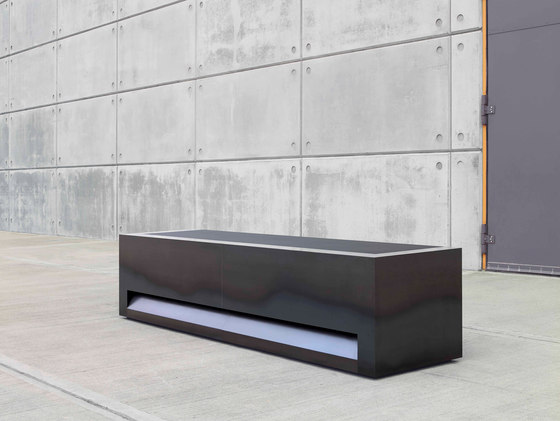 Blok Reception Desk in Hot Rolled Steel Configuration 1 de Isomi | Comptoirs