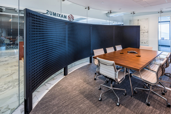 Perforated Metal Room Divider in Custom Pattern (Laser Cut Morph) de Moz Designs | Paneles metálicos