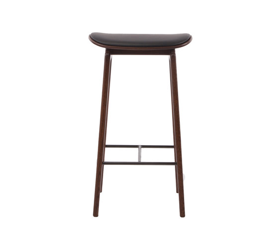 NY11 Bar Chair, Dark Stained - Premium Leather Black, High 75 cm di NORR11 | Sgabelli bancone