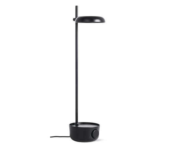 Focal LED Lamp with USB Port de Design Within Reach | Luminaires de table