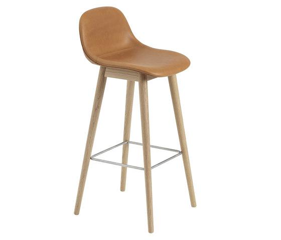 Fiber Bar Stool | wood base - cognac leather by Muuto | Bar stools