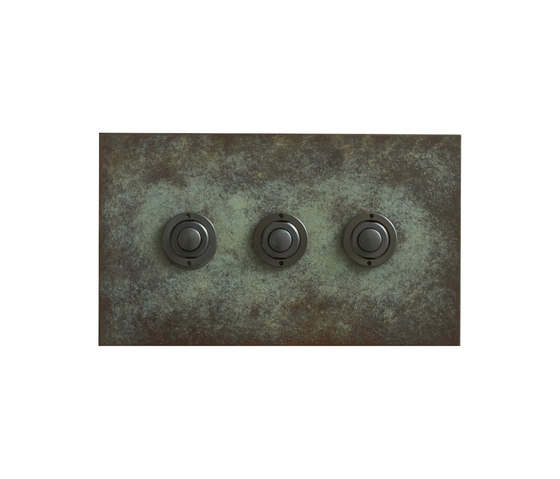 Verdgris three gang button dimmer di Forbes & Lomax | interuttori pulsante