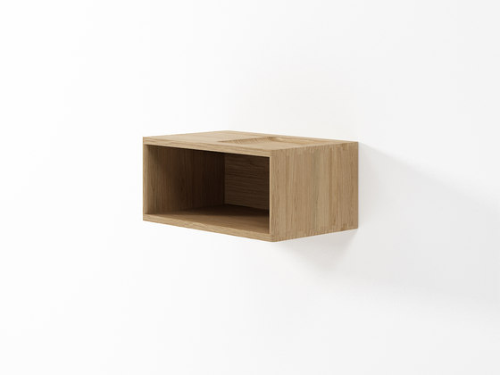 Circa17 HANGING CABINET WITH NICHE de Karpenter | Estantería