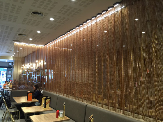 Space Divider Undulated Restaurant by Kriskadecor | Metal meshes
