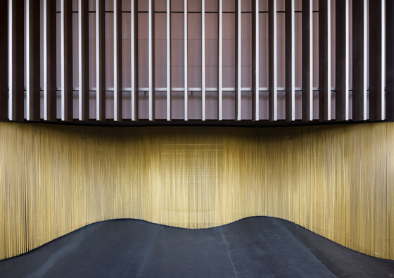 Wallcovering Curved Hall di Kriskadecor | Tele metallo