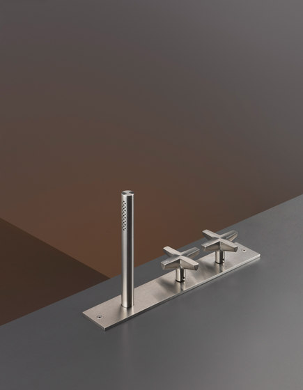 Cross CRX25 by CEADESIGN | Wash basin taps
