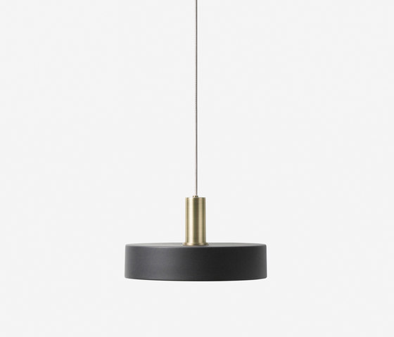 Socket Pendant Low - Brass | Record Shade - Black de ferm LIVING | Suspensions