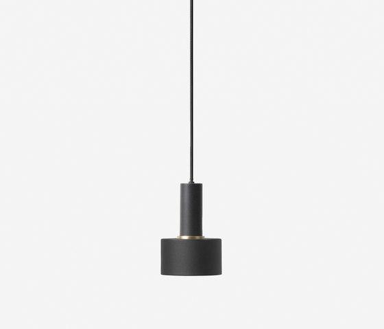 Socket Pendant Low - Black | Disc Shade - Black di ferm LIVING | Lampade sospensione