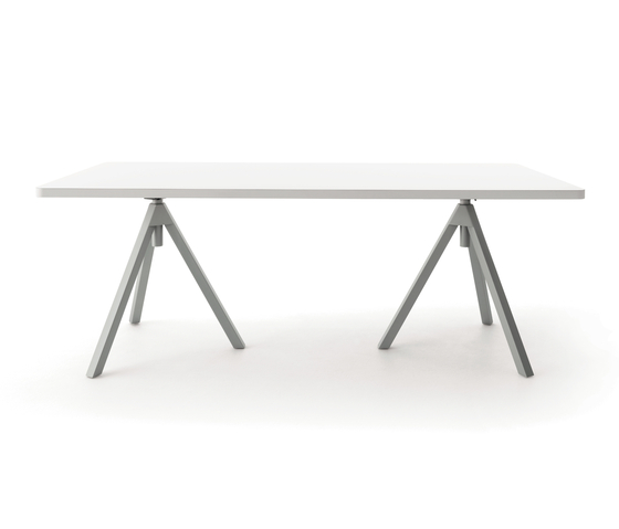 Level table, height-adjustable de COR | Tables collectivités