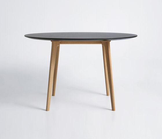 Salon Table - Round von True North Designs | Esstische