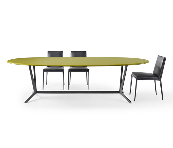 Astrum Oval table by Maxalto   Dining tables
