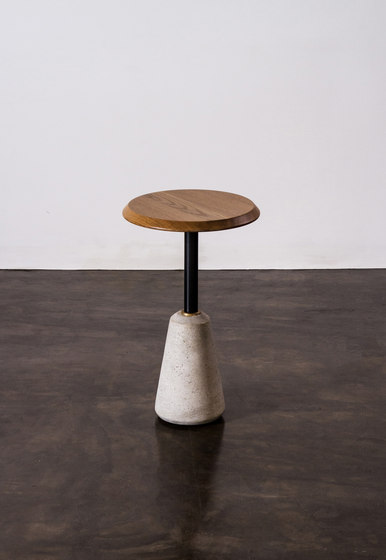 Exeter side table high de District Eight | Tables d'appoint