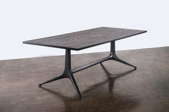 Kahn Trestle Dining Table von District Eight | Esstische