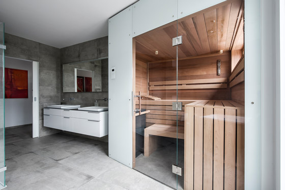 Cedar Indoor sauna by DEISL SAUNA & WELLNESS | Saunas