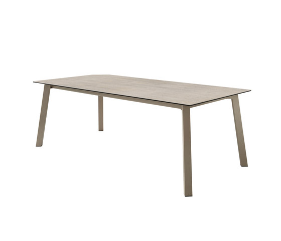 Merlot fixed table by Dressy | Dining tables
