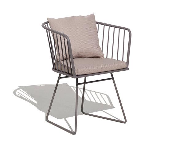 Illa armchair with cushion di Bivaq | Sedie