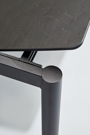 Köln metal legs by Mobliberica | Dining tables