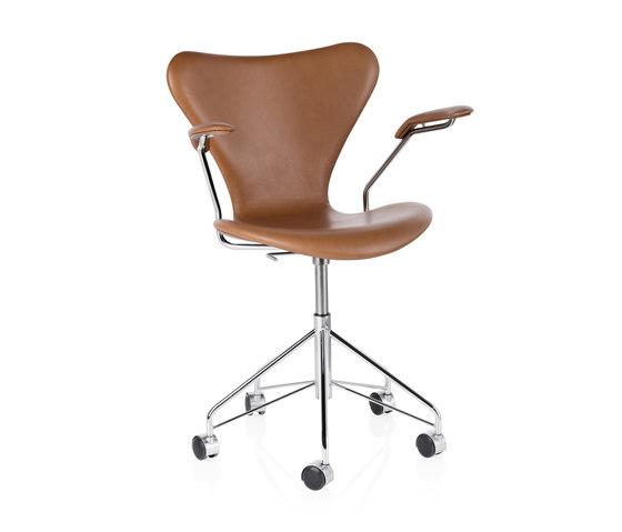 Series 7 | 3217 by Fritz Hansen | Chairs
