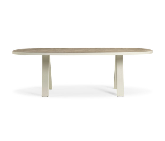 Esedra Oval dining table by Ethimo | Dining tables