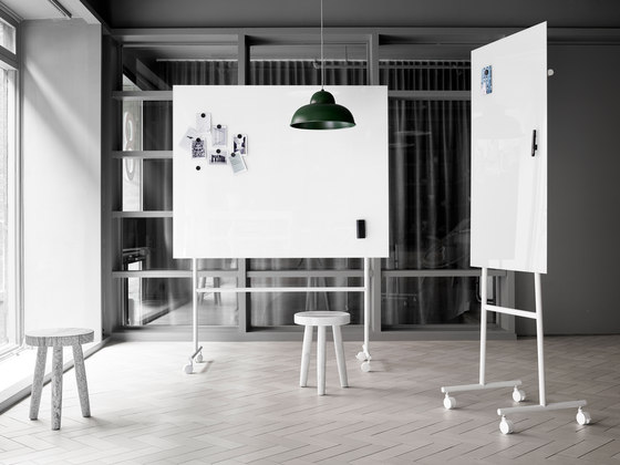 Mono mobile glass board by Lintex | Flip charts / Writing boards