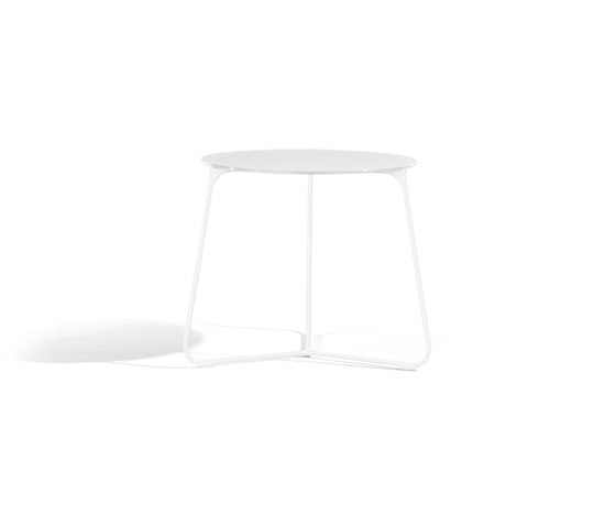 Mood Coffee Table 42 by Manutti   Side tables