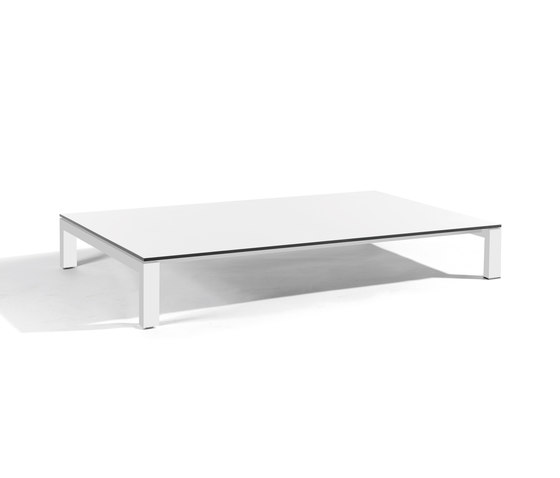Trento coffee table by Manutti   Coffee tables