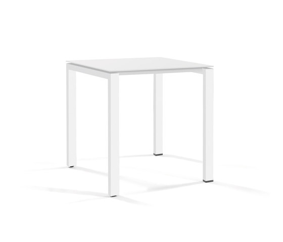 Trento low dining table by Manutti | Dining tables