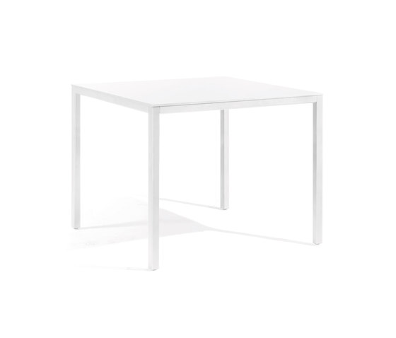Quarto low bar table by Manutti | Bistro tables