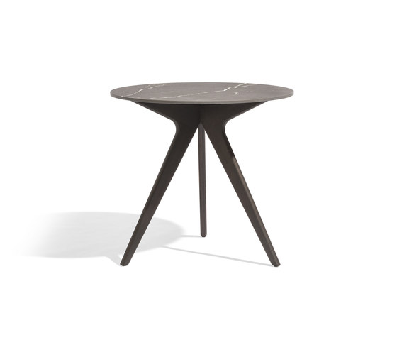 Torsa dining table ⌀148 by Manutti   Bistro tables