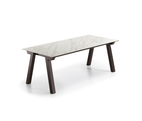 Duero fixed table by Dressy | Dining tables