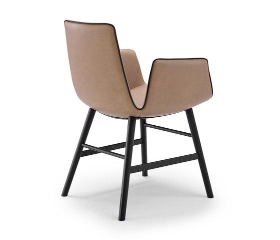 Amelie | Armchair High mit Holzzarge umlaufend von FREIFRAU MANUFAKTUR | Stühle