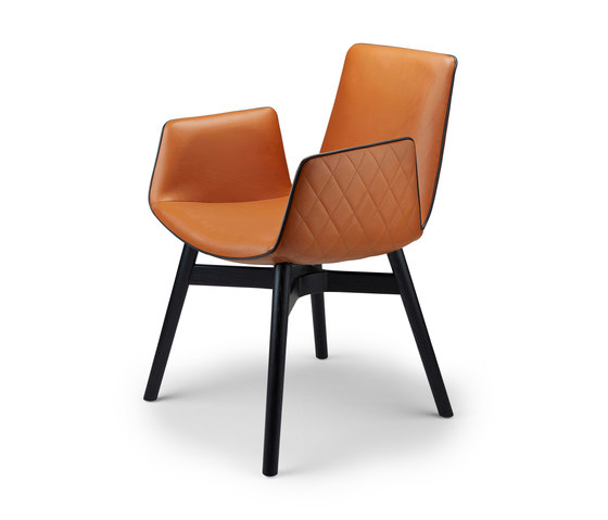 Amelie | Armchair High mit Holz mit Kreuzzarge von FREIFRAU MANUFAKTUR | Stühle