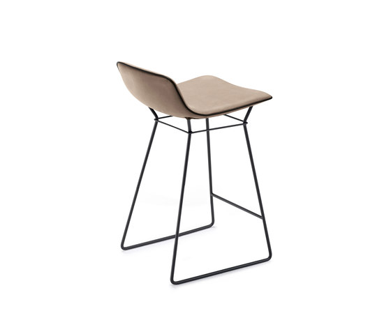Amelie | Kitchen Stool Low by Freifrau Sitzmöbelmanufaktur | Counter stools
