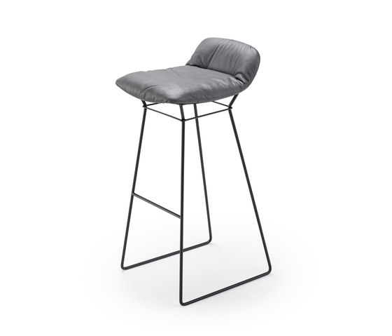 Leya | Barstool Low von Freifrau Sitzmöbelmanufaktur | Barhocker