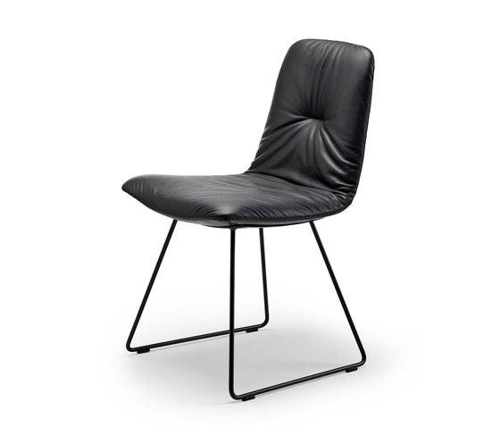 Leya | Chair mit Kufengestell von Freifrau Sitzmöbelmanufaktur | Stühle