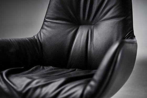Leya | Lounge Chair mit Fußkreuz von Freifrau Sitzmöbelmanufaktur | Sessel