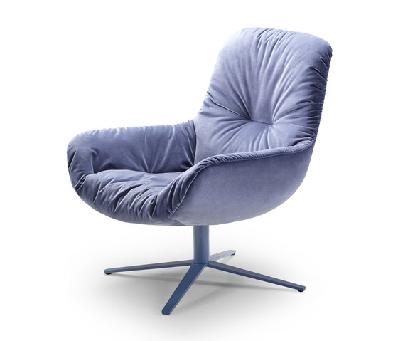 Leya | Lounge Chair with x-base frame de FREIFRAU MANUFAKTUR | Sillones