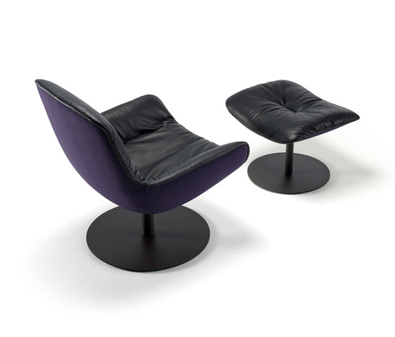 Leya | Lounge Chair with central leg & Ottoman de Freifrau Sitzmöbelmanufaktur | Sillones