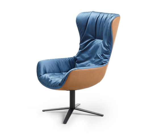 Leya | Wingback Chair with x-base-frame de FREIFRAU MANUFAKTUR | Sillones